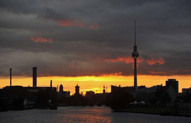 Sonnenuntergang über der Spree in Berlin (keystone)