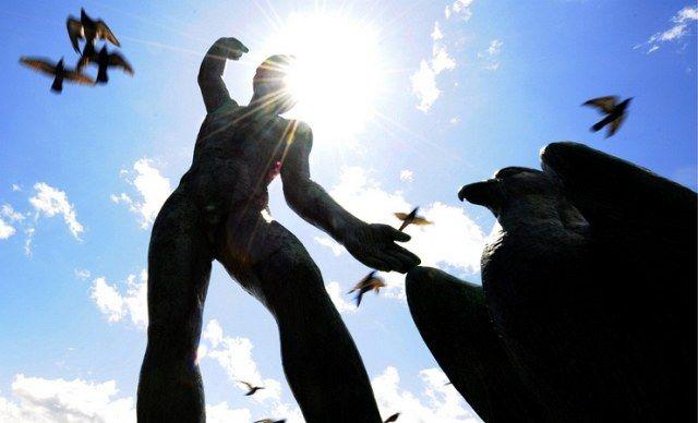 Voegel Statue (keystone)
