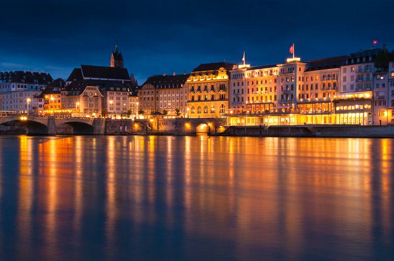 Fingerübungen Nachtfotografie: Stadt am Fluss