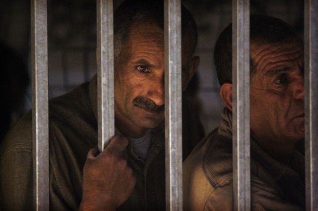 Palästinensische Arbeiter an der Grenze (keystone)