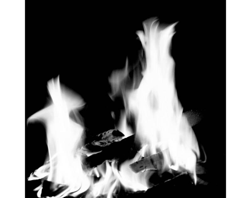 Cheminée-Feuer: Flammentanz mit Linien