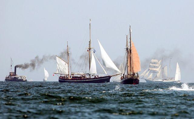 Windjammer und Dampfschiff (keystone)