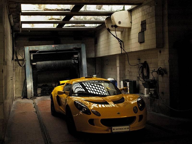 Der eingesperrte Sportwagen: Mehr Nacharbeit