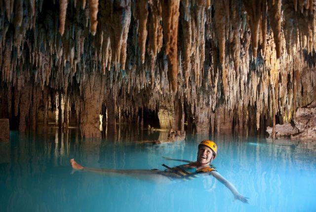 Schwimmen in der Höhle (keystone)