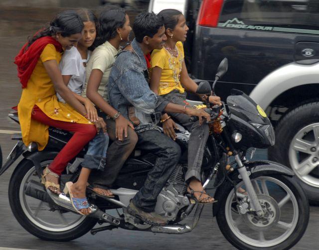 Indisches Motorrad mit 5 Personen (keystone)