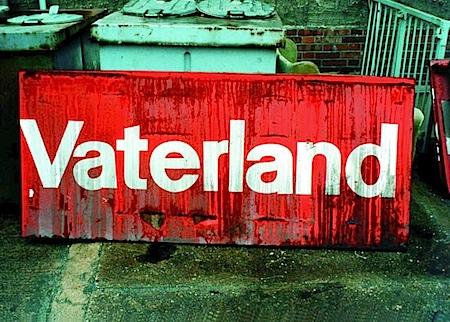 Klaus Staeck: Vaterland, Bitterfeld, 1991. © Klaus Staeck