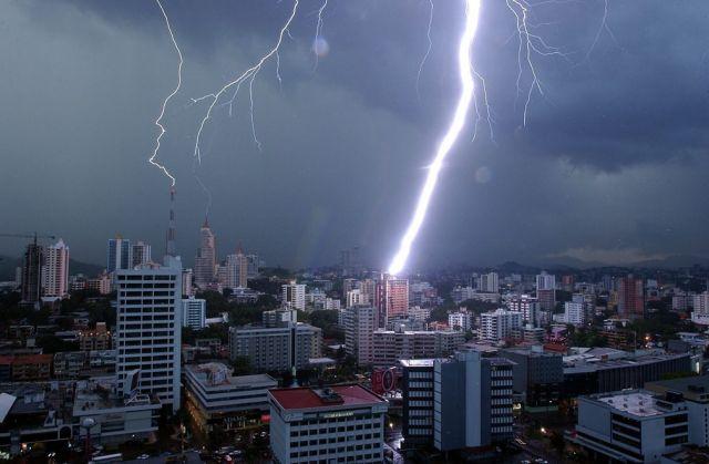 lightning_1.jpg