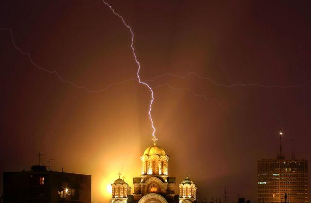 Blitzeinschlag in Belgrad (keystone)