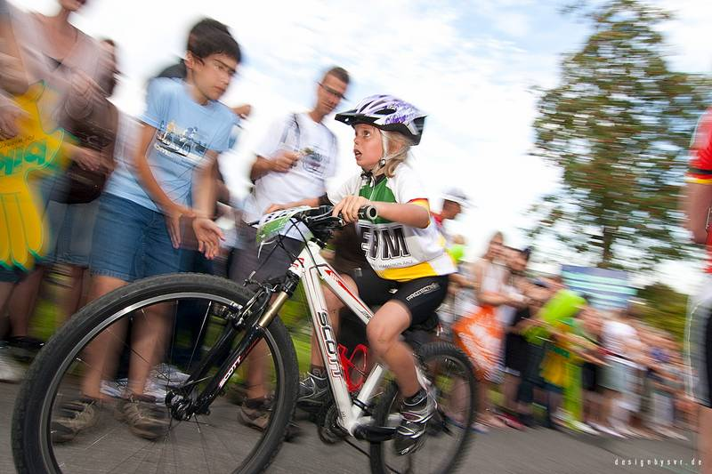 Sportfoto Mitzieher radrennen kleines Mädchen