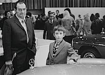 Vater und Sohn auf der Industrieausstellung unter dem Funkturm, Berlin 1974.