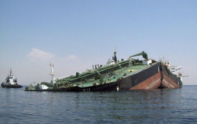 Zerbrochener Tanker (keystone)