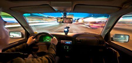 Mit der Kamera auf Intervall-Auslösung und 10mm-Weitwinkel nachts im Auto unterwegs (©PS, Klick für Grossansicht und Technische Daten)