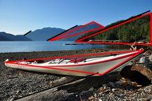 Kajak gespiegelt - die Komposition mit Dreiecken.