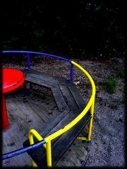 Tatort Spielplatz? Leserfoto: Klick für Vollansicht (© Larissa Seuferle).