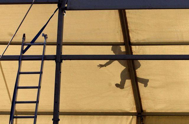 Arbeiter auf dem Dach (keystone)