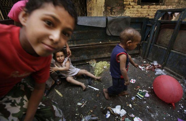 Kinder im Müll (keystone)