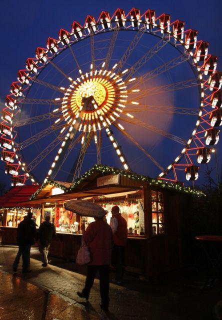 Das Riesenrad auf dem Weihnachtsmarkt in Berlin am Alexanderplatz (keystone)