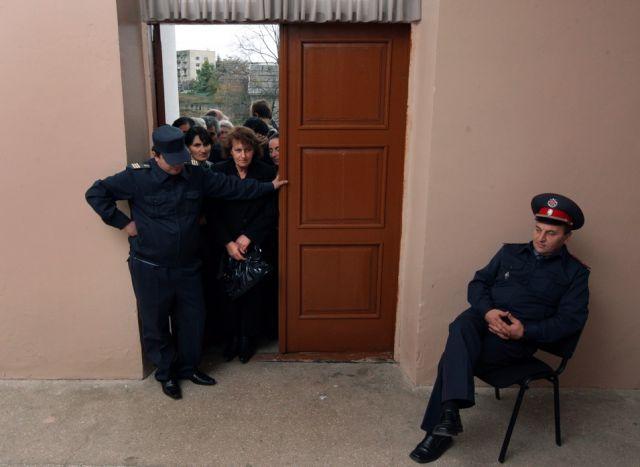 Wahlberechtigte in Abchasien (keystone)