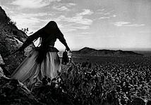 Graciela Iturbide: Mujer ángel, Desierto de Sonora (Engelsfrau, Sonora-Wüste), México, 1979
