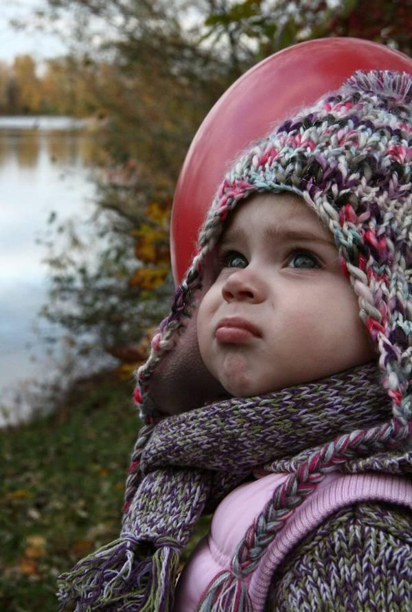 Kleinkindporträt mit Ballon: Zwei Aufnahmen sind besser als eine