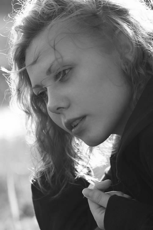 Schwarzweiss-Porträt: Aufhell-Blitz benutzen