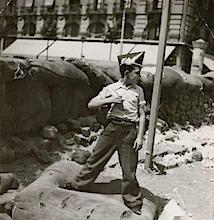 Gerda Taro: Junge mit Kappe der FAI (Anarchistische iberische Föderation), Barcelona, August 1936, © International Center of Photography