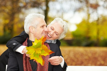 Stockfoto: Menschen im Herbst des Lebens (© Robert Kneschke)