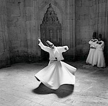 Giorgia Fiorio: Sema-Zeremonie, Drehende Mevlevi-Derwische, Konya, Türkei 2004