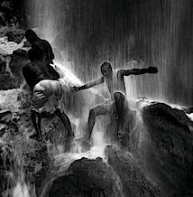 Giorgia Fiorio: Voodoo-Fest, Aguas Blancas-Fälle, Saut d'Eau, Haiti 2000