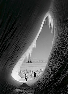 Herbert Ponting: Grotto in Berg, January 1911