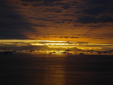 Sonnenuntergang: Schlitzoptik in Grönland