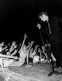 Anonym: Elvis und Fans© Bettmann / Corbis