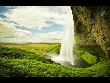 Wasserfallbild: Grünes Land
