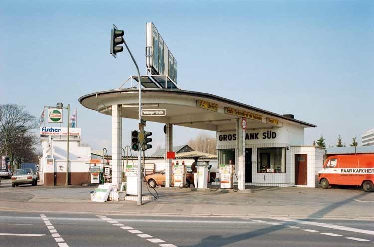 Kris Scholz: Tankstelle, Düsseldorf, 1984, (c) VG Bild-Kunst, Bonn