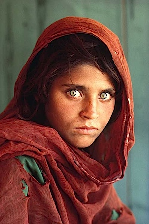 Steve McCurry nhte seine Filme ein die Kleidung ein, als er in Afghanistan unter anderem dieses Bild schoss.