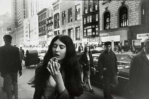 © Garry Winogrand, Women Are Beautiful