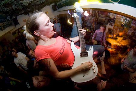 Konzert-Action: Band und Publikum vereint