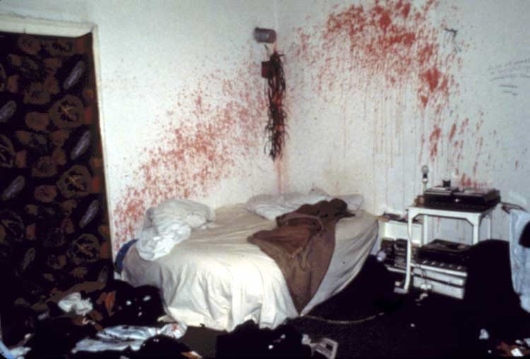 Nan Goldin: Bloody bedroom in a squatted house. Berlin, 1984