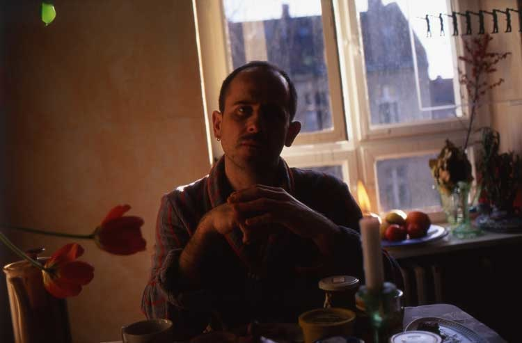 Nan Goldin: Piotr at breakfast, Berlin 1995, © Nan Goldin / Courtesy Matthew Marks Gallery, New York