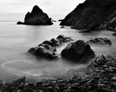 Steinlinien: Zwei Bilder in einem