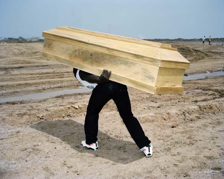 Viviane Sassen: Coffin, 2007