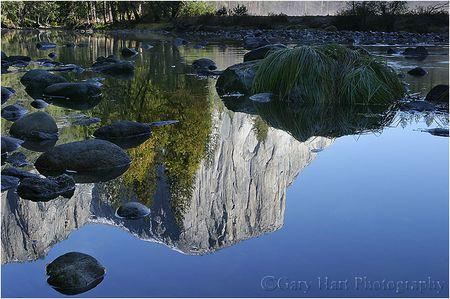 El Capitan spiegelt sich im Wasser des Merced River. Yosemite, USA, © Gary Hart