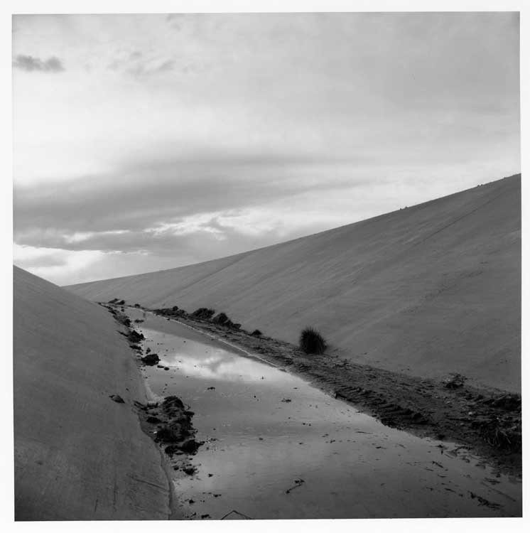 Frank Gohlke: Irrigation Canal, Albuquerque, New Mexico, 1974, George Eastman House collections, © Frank Gohlke