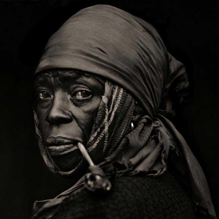 © Dana Gluckstein, Frau mit Pfeife, Haiti 1983