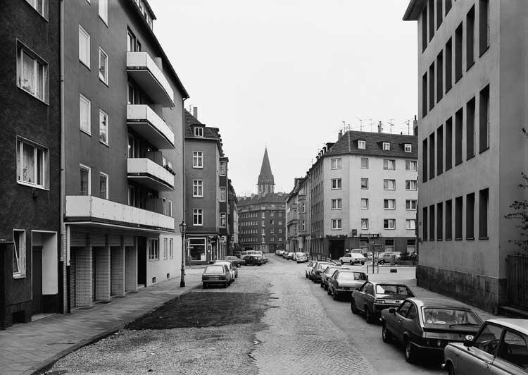 Thomas Struth: Düsselstraße, Düsseldorf 1979