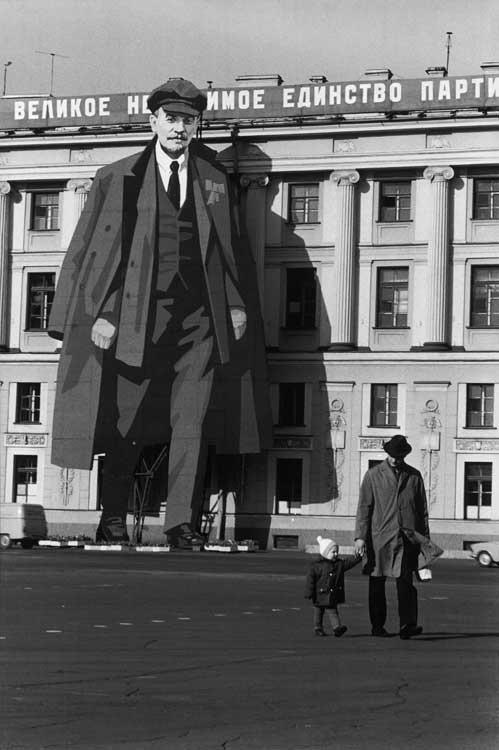 Ein Leninporträt an der Fassade des Winterpalaste Leningrad, 1973