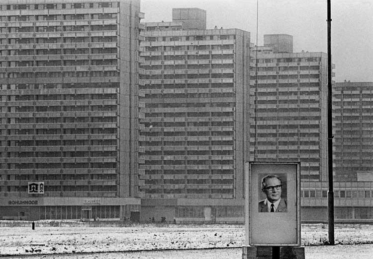 Neubaugebiet in Halle Neustadt, 1975 © Thomas Hoepker / Magnum