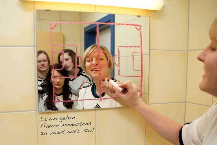 Fotogruppe Digitale Fotografie in der Medienwerkstatt MV - Lippenstift-Taktik, Deutscher Jugendfotopreis 2011