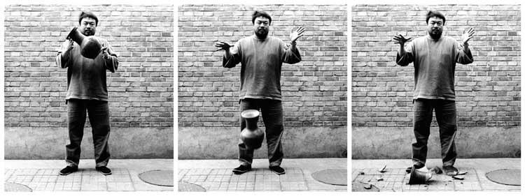 Ai Weiwei: Dropping a Han-Dynasty Urn (Eine Urne aus der Han-Dynastie fallenlassen), 1995
