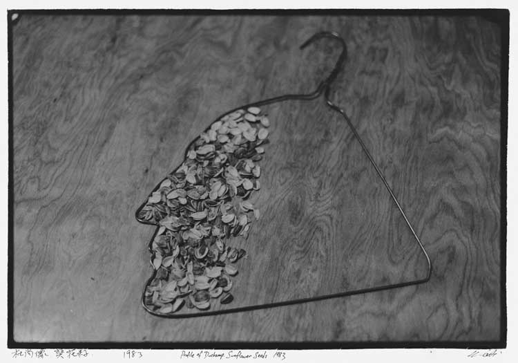 Ai Weiwei: Profile of Duchamp, Sunflower Seeds (Duchamps Profil, Sonnenblumenkerne), 1983. Aus New York Photographs (New-York-Fotografien), 1983-1993